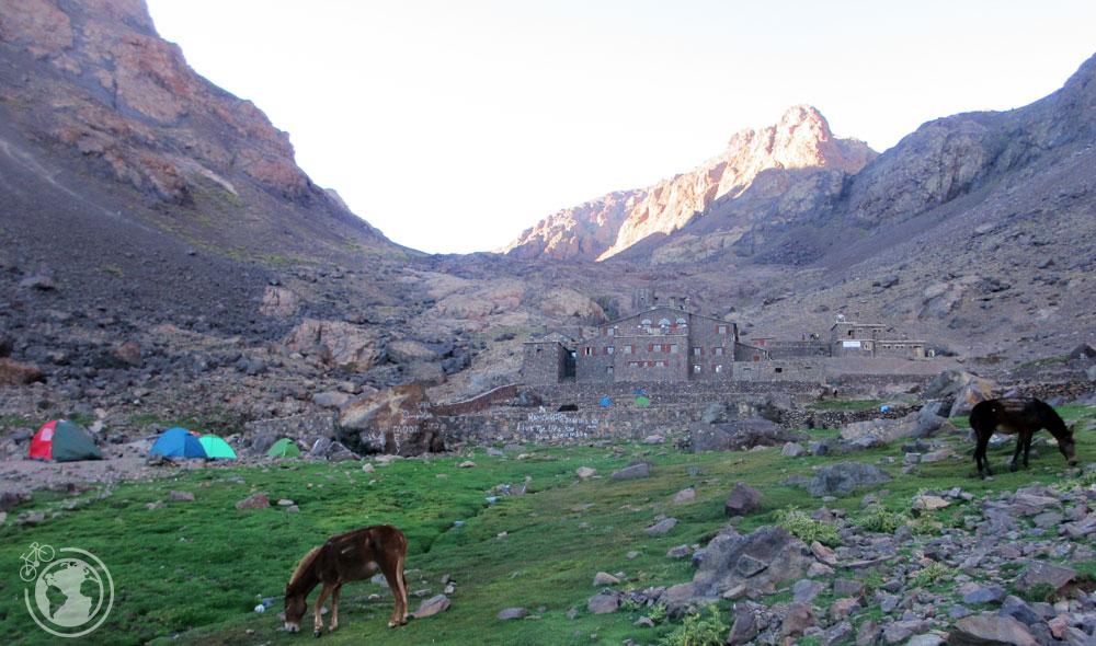 Refugios para ascender a la cima del monte Toubkal