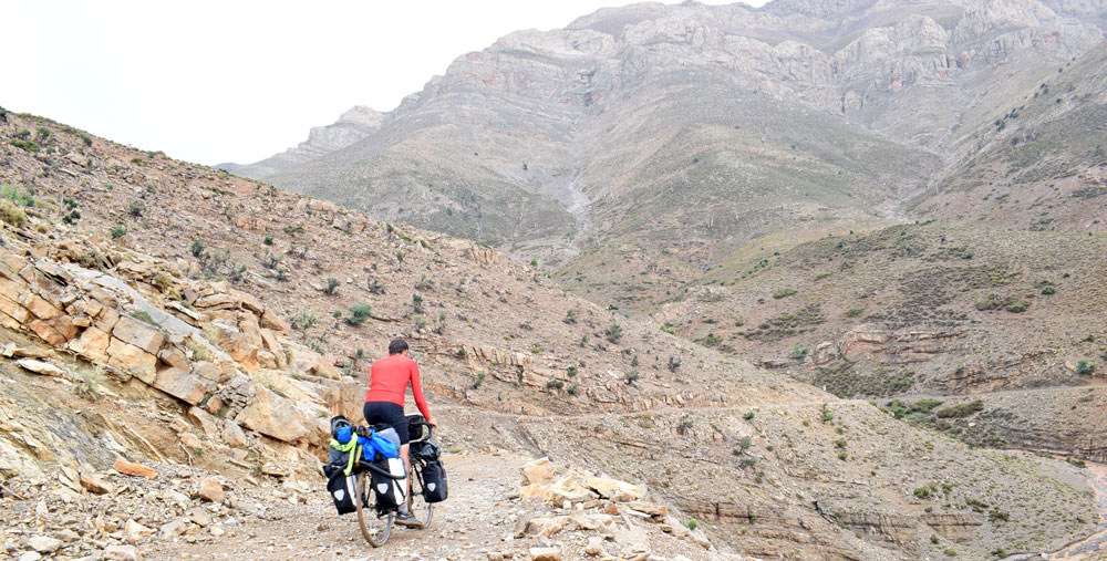 Cada vez el camino se hace más estrecho y con más piedras en el Atlas, Marruecos