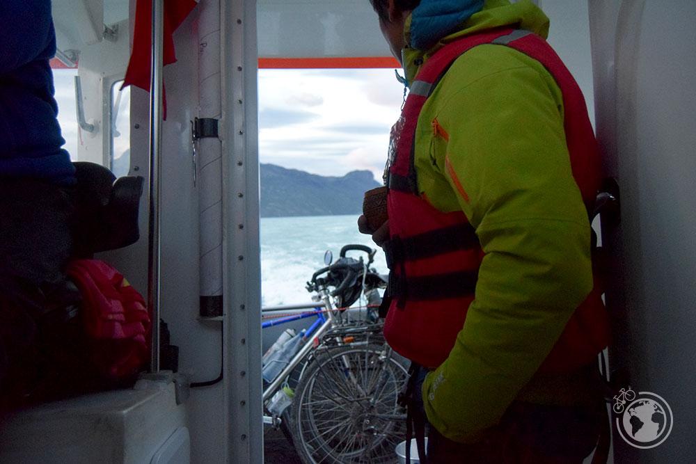 En el barco hacia Villa O'Higgins.