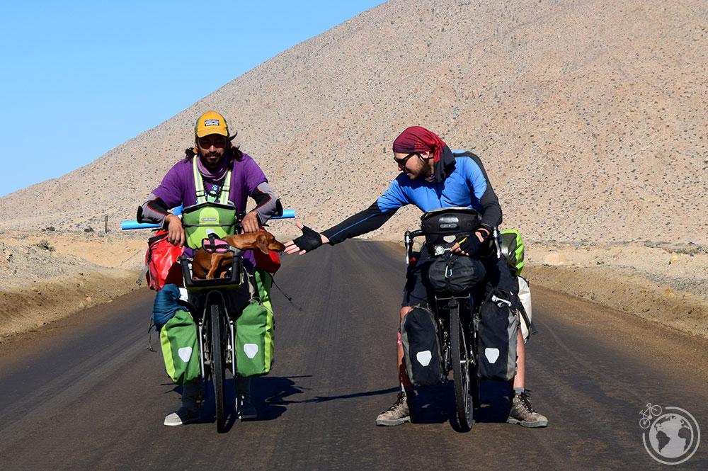 El equipo al completo en el desierto de Atacama.
